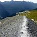 Abstieg auf der riesigen Seitenmoräne des Eigergletschers.