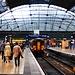 Ankunft am Bahnhof Queen Street in Glasgow (30m). Auf Schottisch heisst Glasgow Glesga.