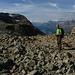 dalla vetta una sequenza panoramica da sinistra verso destra: foto 1) a sinistra il Piz Rosatsch m.3123 e il poco ghiacciaio che resta,a destra Gabriele che mai lo vedo stanco...forse io ho un passo da ninna nanna?