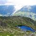 Tiefblick vom Refuge du Lac Blanc auf die Lacs des Chéserys