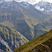 im Aufstieg zum Hüenerspitz, Blick Richtung Wasserfälle Batöni, am Grat Vordergrund ein paar Steingeissen
