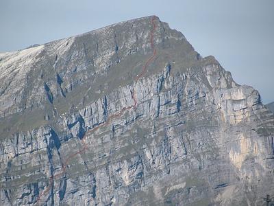 weiterer Routenverlauf: oberer Teil Schnüerli, unteres Bocksband, Kamin, oberes Bocksband, Gipfel.