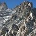 ...unterer Wandteil mit 2 Alpinisten im Blockgelände.