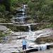 Klettern am Wasserfall.