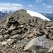 Auf dem Gipfel des Mattwaldhorn 3246m. Das Weisshorn hinten links versteckt sich in den Wolken.