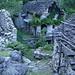 Ganne in der Nähe von Brione im Talboden des Verzascatals
