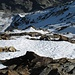 """Blick runter in die Norwand (Am """"Grat""""-stück sieht man wieder Punkte: Bergsteiger)"""