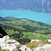...und Aussicht genießen: unten die Axalp knapp 1000m tiefer, nochmals 700m tiefer der Brienzer See.