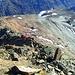 Teils I, teils Gehgelände. Im unteren Bereich noch breit und direkt am Grat guter Fels.