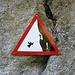 Auch auf die Gefahr der mehrfachen Copyright-Verletzung: ich könnte einfach nicht widerstehen, dieses Schild zu fotografieren :-)