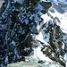 Blick zurück beim Aufstieg zum Großglockner. Zwei der drei jungen polnischen Bergsteiger befinden sich im Abstieg zur Oberen Glocknerscharte.