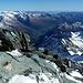 Blick zur kärntner Seite des Großglockners ins Tal von Heiligenblut.<br /><br />Links ziehen die Hohen Tauern weiter nach Osten. Kulminationspunkt hier die Hochalmspitze. <br /><br />Am Horizont in der Bildmitte die Berge der Karawanken. <br /><br />Rechts am Horizont die Julischen Alpen.