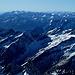 Blick nach Südwesten. <br /><br />Am Horizont erkennt man das Ortlergebirge und die Ötztaleralpen. <br /><br />Weiter vorne die Rieserferner Gruppe mit Wildgall, Hochgall und Schneebigem Nock. <br /><br />Rechts im Bild die Berge der Venedigergruppe und der Zillertaler Alpen. <br /><br />Ganz vorne die Granatspitzgruppe mit der dunklen Kendlspitze links.