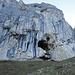 Solche Höhlen begleiten einen im ganzen Gebiet