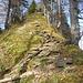 Steiler Aufstieg, der zum Teil mit Seilen gesichert ist oberhalb Unt. Tweralp