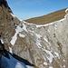 Traverse zur Rautispitz - der Weg verläuft direkt auf dem Schneeband