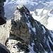 Schlussgrat des Zinalrothorns mit einem Bergsteiger bei der Kanzel.