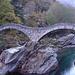 Wahrzeichen des Verzascatals: Die berühmte Brücke bei Lavertezzo