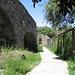 der Weg durch den Burggarten