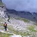 Auf dem Sentiero di Roma kurz vor der Gianettihütte. Die Gipfel sind noch immer verhüllt.