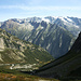 Ein gutes Stück oberhalb der unteren Talstufe - gegenüber, der vergletscherte Tieralpistock und das Diechterhorn (links).
