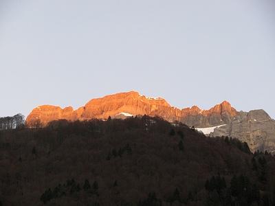 Glärnisch im Morgenlicht von Luchsingen aus