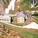 Die Kemptener Hütte (1844 m), die einzelne Person ist meine Mutter