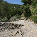 Am Río Andarax - In Flussnähe sind große Unwetterschäden vorhanden, teilweise ist der ehemals offensichtlich breite Weg fast vollständig weggespült.