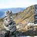 L'uomo di vetta gode di una fantastica vista sul Verbano e sulla cima gemella