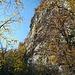 Oben an der Felswand liegt Busen