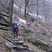 Il sentiero è una sequenza quasi infinita di gradini in pietra: un immane lavoro dei montanari del posto.