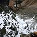 Winterliche Tiefblicke in die steile Nordflanke des Dschimels
