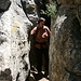 El Torcal de Antequera - Unterwegs auf der Ruta Amarilla. Zwischendurch sind enge Felsgänge zu passieren.