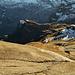 Blick hinunter auf die Landschaft vor der riesigen Gspaltenhorn Nordostwand.