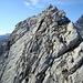 über den leicht luftigen Nordgrat erreichen wir den Gipfel; das kleine GK ist schon sichtbar