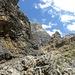 Der Weg fuhrt durch faszinierende Felsformationen.