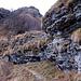 La roccia è molto simile a quella del vicino Monte Generoso.