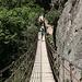 Unterwegs in den Los Cahorros de Monachil (Hinweg) - Überquerung der Hängebrücke, Puente Colgante de Los Cahorros.