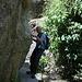 Unterwegs in den Los Cahorros de Monachil (Hinweg) - Stellenweise muss man etwas kriechen, robben oder sich entlang hangeln ...