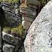 Improvisierte Reepschnurleiter für die 2½-Meter-Felswand. Etwas mehr vom Gelände sieht man im nächsten Bild...