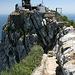 Gibraltar - Nördlich von O'Hara's Battery/Lord Airey's Battery erreichen die Mediterranean Steps, ein schmaler Pfad, den Felsgrat. Blick in südliche Richtung.