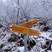 Il bivio, proseguendo si continua in alto al bacino per la Val d'Ambra, a sinistra per Monda / Iragna Borgo