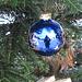 weihnachtliche Impression am Wegrand - hier hatte jemand einen Tannenbaum liebevoll geschmückt