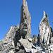 In der Scharte zwischen Piz Giuv und Rot Wichel, links der Gipfel des Piz Giuv
