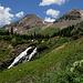 Nach der Tour - Ausblick bei einem kleinen Extraspaziergang über Bergwiesen und zu einem kleinen Wasserfall während eines Zwischenstopps auf dem Rückweg nach Ouray.
