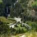 Tief drunten im Reichenbachtal (gezoomt) -  das Hotel Rosenlaui