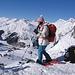 Antonella, temendo di essere più lenta degli sciatori, si appresta a partire mentre tutti stiamo ancora pranzando.