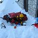 Wir graben uns einen Schneewall und schlafen gut vor der Büllelejochhütte