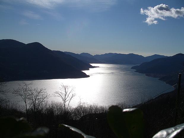 Mystische Morgenstimmung über dem Lago Maggiore