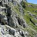 Die ersten drahtseil-versicherten  Wegstücke (das Klettersteigset muss erst weiter oben angelegt werden).